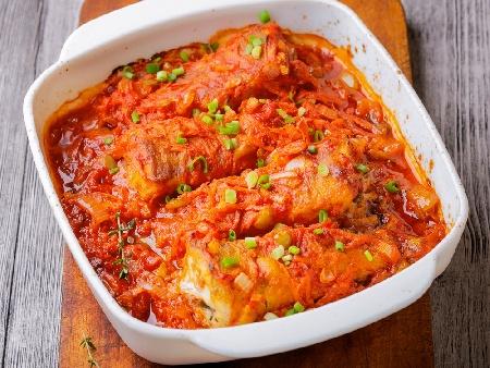 Печена риба скумрия плакия с целина, лук и домати на фурна - снимка на рецептата